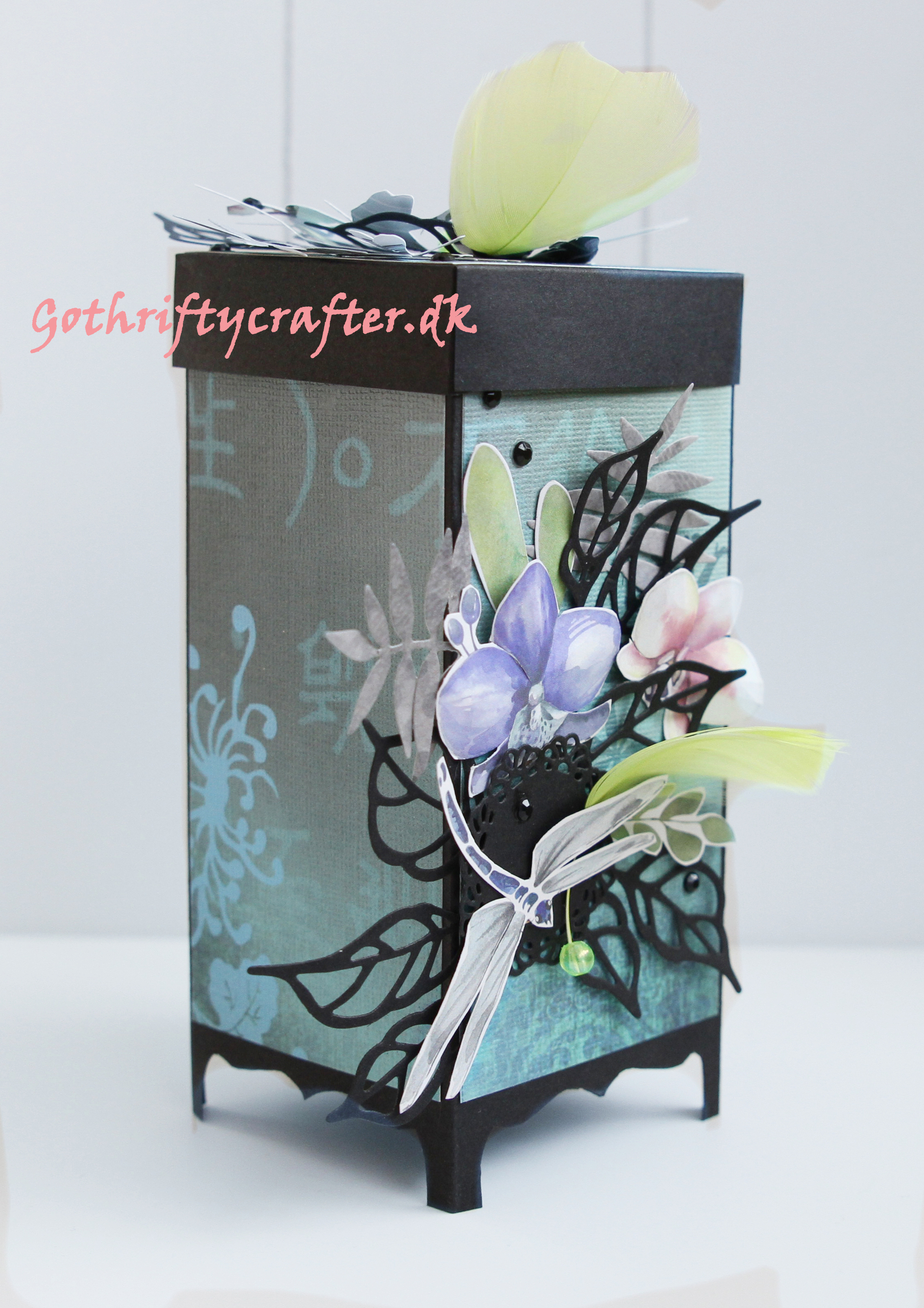 Gothriftycrafter_for Fabrika Decoru japanese style screen room divider box assembled sidejpg