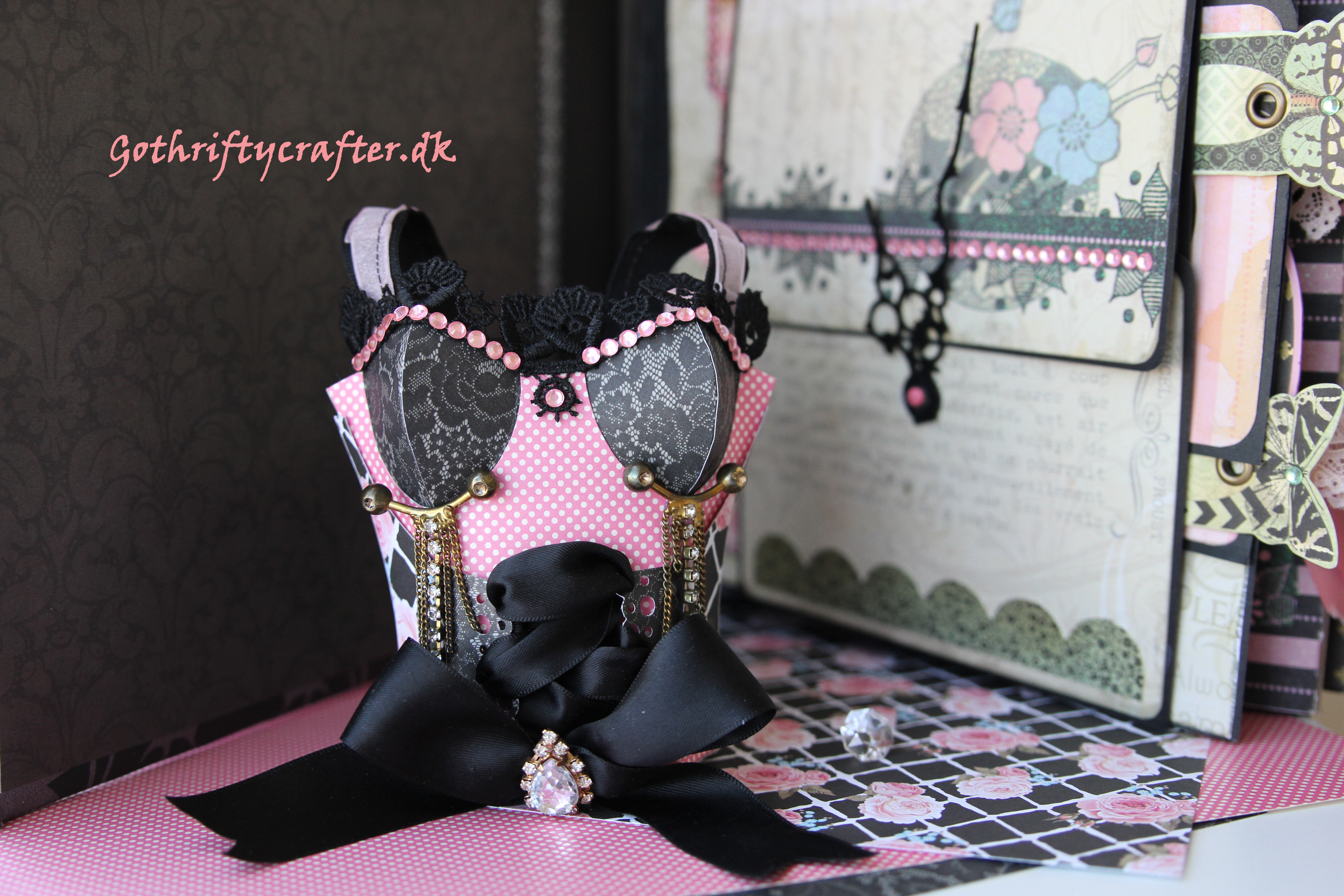 Gothriftycrafter corset bustier gift bag scrapbooking card french moulin rouge side album watch hands Fabrika DecoruJPG